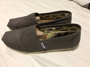 TOMS mens 'classic alpargates' ash grey canvas shoes size 11 Northbridge Perth City Area Preview
