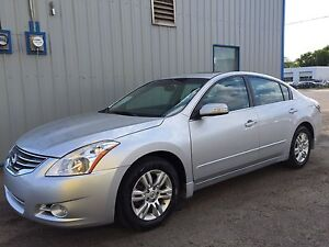 2012 Nissan Altima 2.5SL Loaded Back up Camera