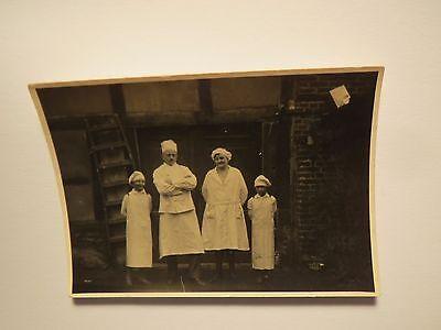 Familie Handwerker - Bäcker - Mann Frau & 2 Jungen in Schürze & Mütze / Foto