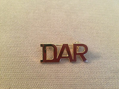 DAR Daughters of the American Revolution Classic Initial Letter Logo Pin ~ Gold