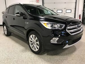 2017 Ford Escape Titanium AWD WITH LEATHER, PANORAMIC ROOF,PA...