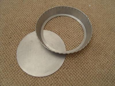 vintage mini loose base pie mould - 15 cm dia at top x 2.5 cm high