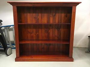 Antique style Bookcase Willoughby Willoughby Area Preview