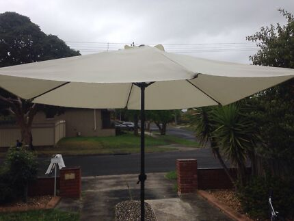 Parasol with foot