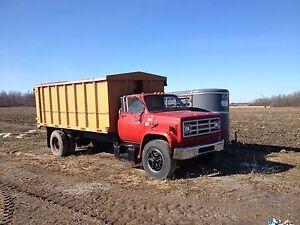 Grain/feed/stake truck