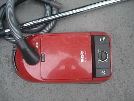 MIELE S251i VACUUM CLEANER - GOOD CONDITION - WORKS WELL
