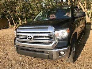 Toyota Tundra Sr5 plus 2017 like a brandnew