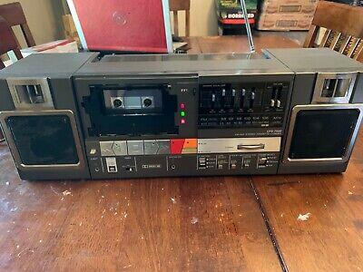 Sony radio CFS-7000 portable stereo boombox am/fm cassette read description