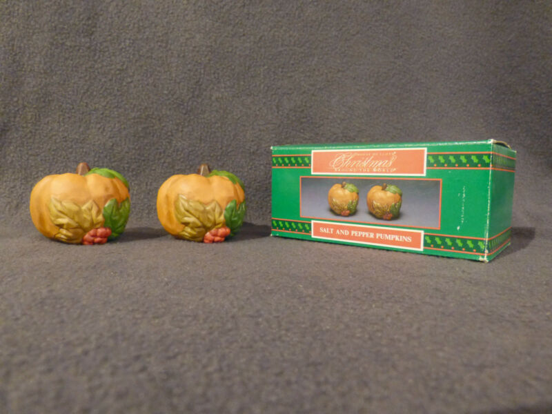 Thanksgiving PUMPKIN salt/pepper shaker set,new,porcelain,NICE, in original box