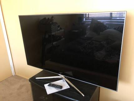 Samsung 55 Inch Full HD 3D LED LCD TV + TV Wall Mount and Manual