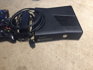 Xbox 360. 250 gb HD 20 games 4 wireless controllers