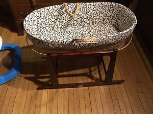 Jolly jumper Moses basket and stand