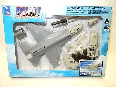 F-16 Fighting Falcon Model Plane Easy Build Kit- 1:72 Scale - New Ray-Mint w bx  Falcon Easy Kit