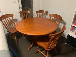 Round 1.2m Extendable Timber Dining Table 5 chairs