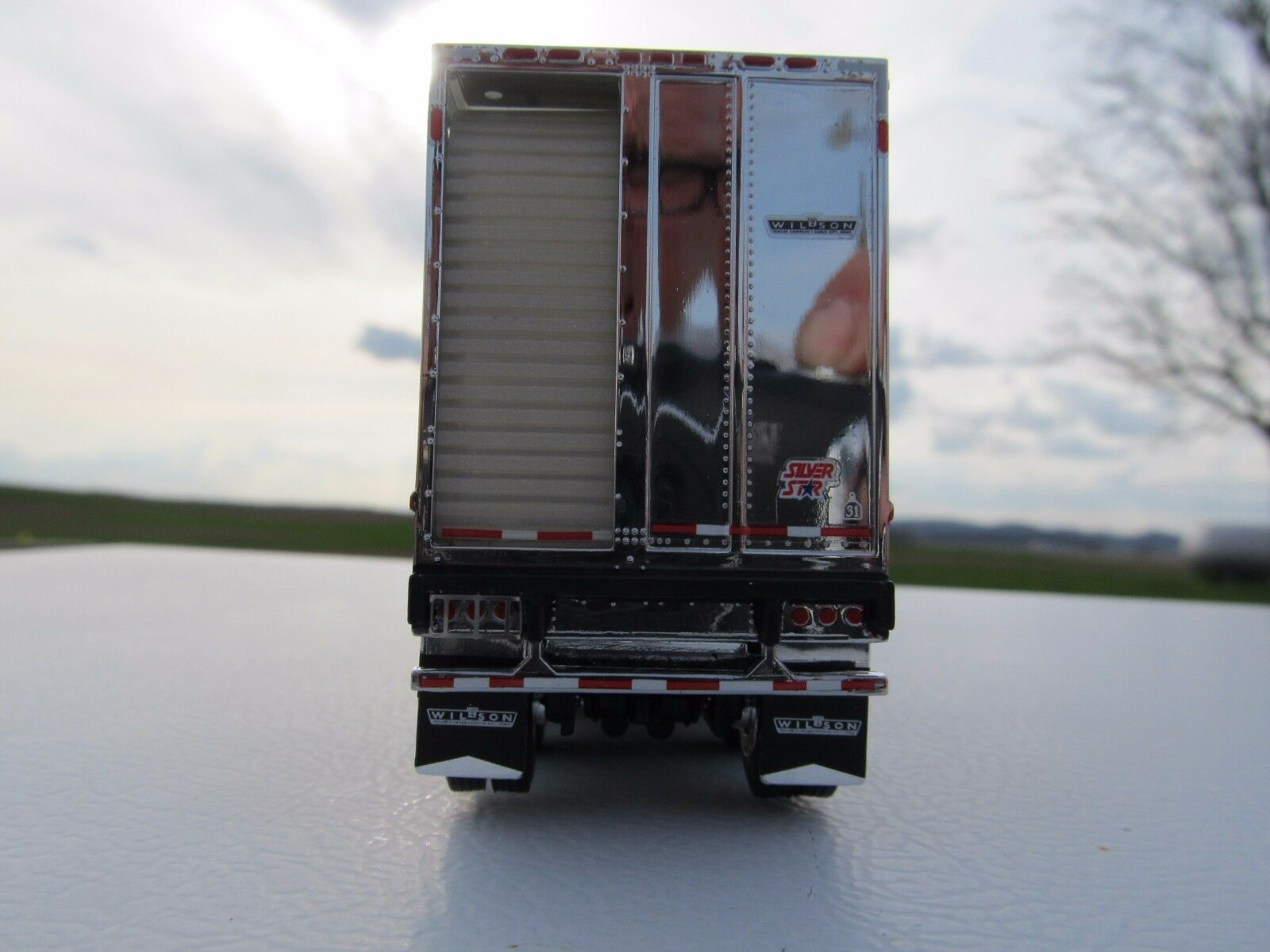 DCP 1/64 SCALE WILSON LIVESTOCK TRAILER TRIPLE AXLE SILVER SIDES & FRAME 3