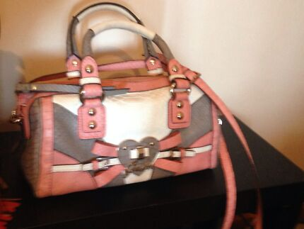 AUTHENTIC GUESS BAG Wollongong 2500 Wollongong Area Preview