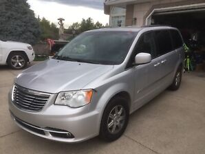 2012 Chrysler Town And Country Touring 127.687 KL