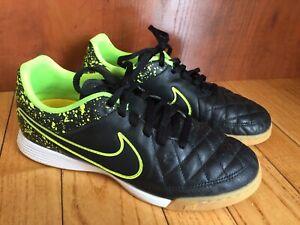 Souliers de soccer intérieur Nike, tiempo, grandeur 4,5
