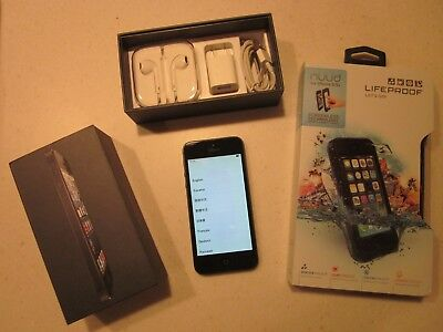 EUC Iphone 5 Cell Phone w/ Lifeproof Case Gray w/Complete charging accessories