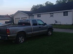 2001 Chevy extended cab 4x4 runs great and drive train 1500