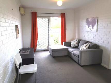 Subiaco/Wembley borders 1 bedroom unit Furnished