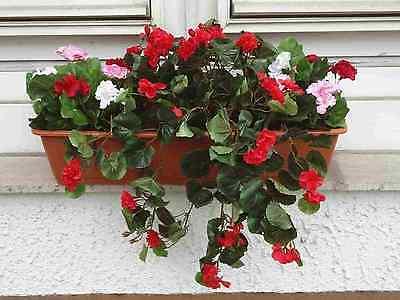 künstliche Blumen pflanzen Balkonkasten teracotta,  mit Geranien hängend