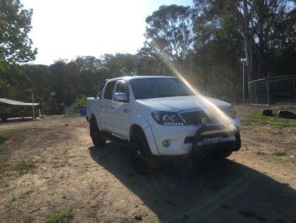 Toyota HILUX SR5 4X4 URGENT SALE