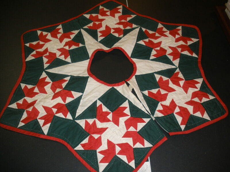 Quilted star Christmas Tree skirt BEAUTIFUL