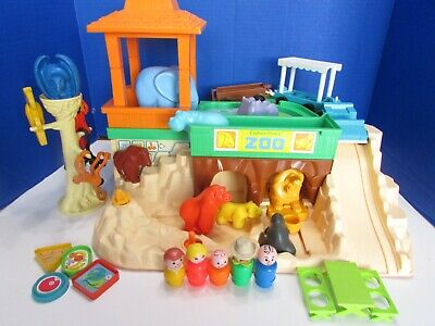 Vintage 1984 Fisher Price Little People Zoo Animals Playset #916 COMPLETE!