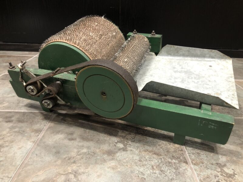 Antique Fully Functional Manual Drum Wool Carder Green Wool Spinning
