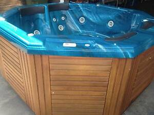 SIGNATURE CABRIOLET 8 SEATER OCTAGONAL PORTABLE SPA Balcatta Stirling Area Preview