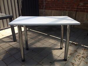 White desk/table, round metal legs Claremont Nedlands Area Preview