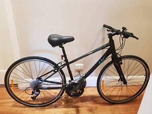 Bicycle Giant SM Ladies Black Road Bike. Brand New Condition.