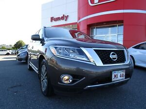 2016 Nissan Pathfinder Platinum w/360 Backup Cam, 2nd Row Heated