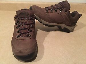 Women's New Balance 956 Gore-TEX Shoes Size 9.5 B