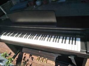 PIANO ROLAND ELECTRIC DIGITAL  MODEL HP 230