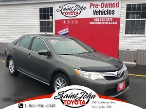 2014 Toyota Camry LE with Sunroof $157.21 BIWEEKLY!!!