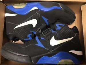 10 preowned sneakers in size 8 very good condition.