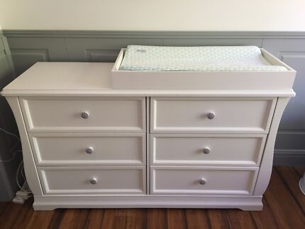 Dresser / Drawers / Change Table