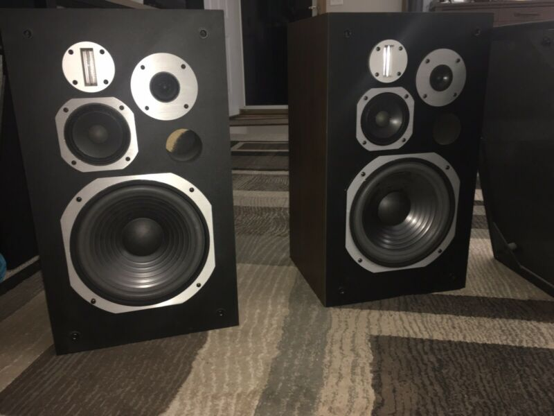 Pioneer HPM 700 speakers With Risers