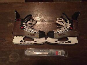 Bauer Vapor 30 Hockey Skates + Extra Blades