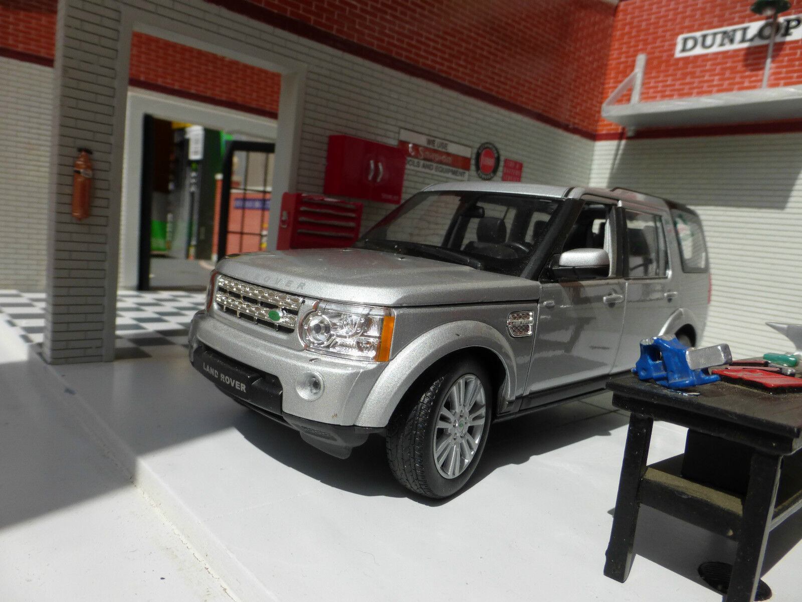 Land Rover Discovery 4 Tdv6 White 2015 1 24 Scale Diecast