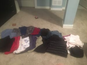 Maternity clothes size large 21 items $50