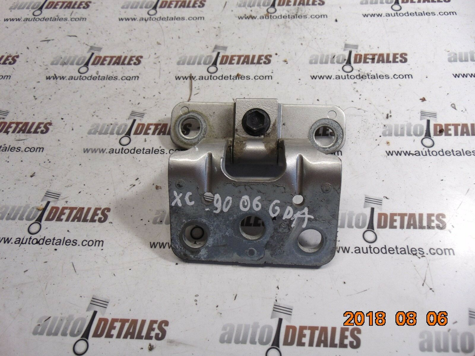 Volvo XC90 rear right bottom tailgate hinge 30674732 used 2006