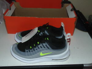 Boys Nike Air Max Axis - Size 3.5Y - BNIB