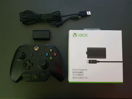 Xbox One Controller + Play & Charge Kit
