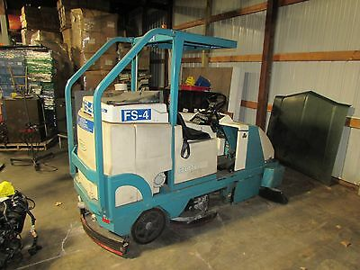 Tennant 8010 Ride On Floor Scrubber 40 Sweeper 50 Battery