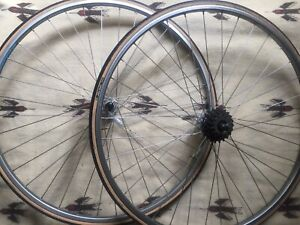 Italian 700c wheelset circa late 80's in excellent condition