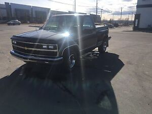 1988 Chevy 1500 step side low kms!