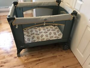 Chicco playard (2 levels, changing table)